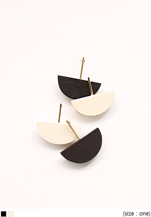 [JEWELRY] WOODEN HALF MOON EARRING