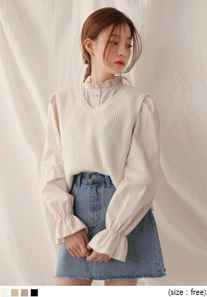 [OUTER] HAJJI V NECK CROP KNIT VEST
