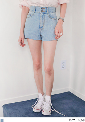 [BOTTOM] TWO BUTTON HIGH DENIM SHORTS
