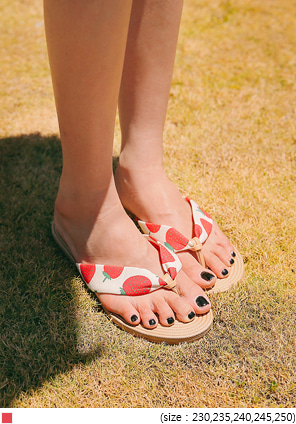 [SHOES] STRAWBERRY STRAP FLIP FLOP SLIPPER