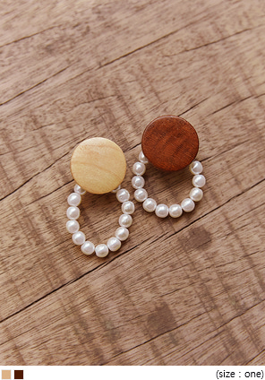 [JEWELRY] MONZE WOOD PEARL DROP EARRING