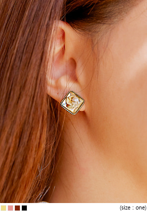 [JEWELRY] INGLE SQUARE FLOWER EARRING
