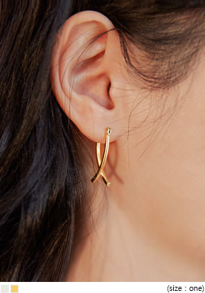 [JEWELRY] LINDY X POINT EARRING