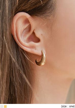 [JEWELRY] DESON MATT CURVE EARRING