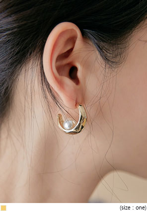 [JEWELRY] BELLANA GOLD PEARL EARRING