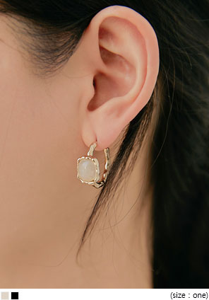 [JEWELRY] DELINA GOLD STONE EARRING