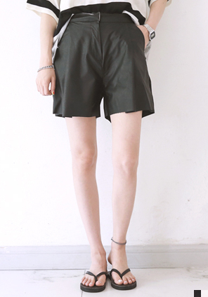 [BOTTOM] CHIC LEATHER SHORTS